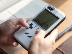 Read more about the article The Wanle iPhone Case Doubles As A Tetris Machine And Looks Kind Of Like A Gameboy
