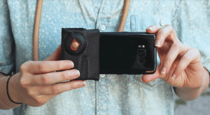 Read more about the article Lensta Grip Universal Smartphone Stabilizer helps you get better footage