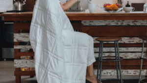 Read more about the article Baloo Mini 12-Pound Weighted Blanket provides a stress-relieving amount of pressure